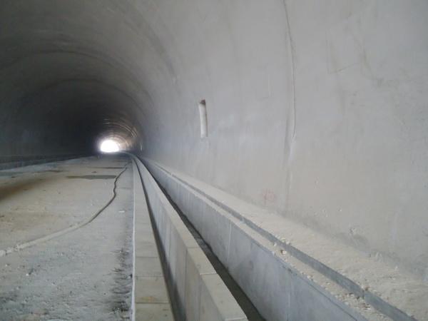 隧道电缆沟和路缘石